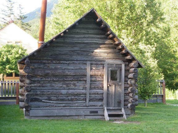 Capt'n Moore's cabin 1